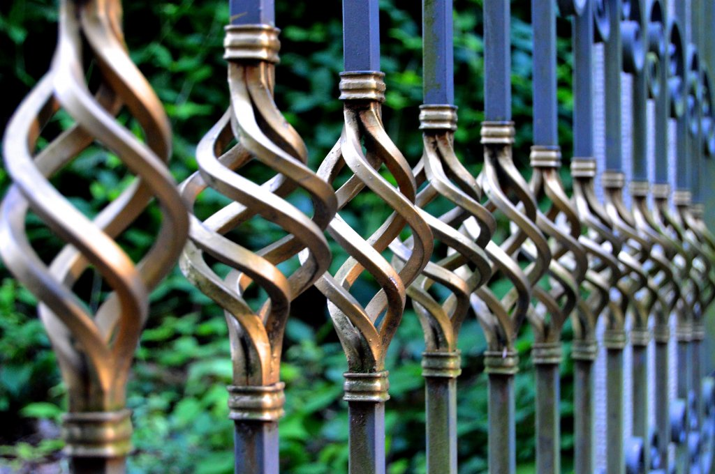 image-1433488-fence-perspective-railing-green-metal-material-528430-pxhere.com.w640.jpg
