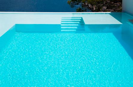 Service San Clemente Abadest - Abacort piscina con agua limpia